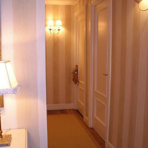 empapelar pasillo